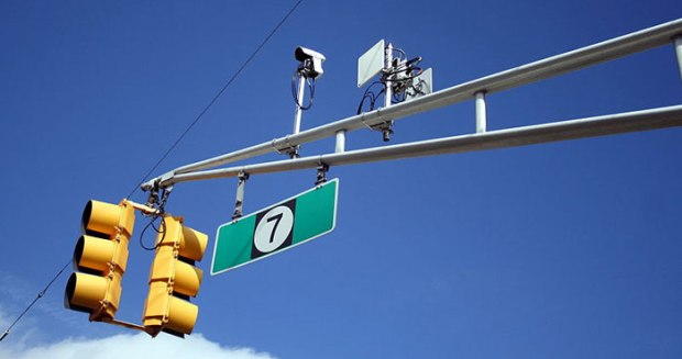 700px-Detection_camera_and_radio_on_a_traffic_signal_mast_arm