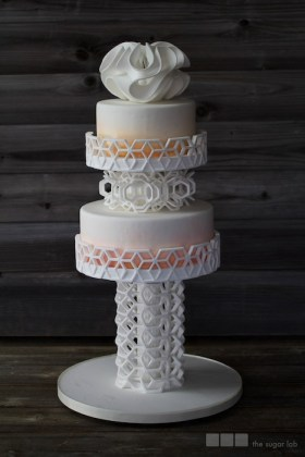 Edible 3D-printed elements provide structural support for cakes