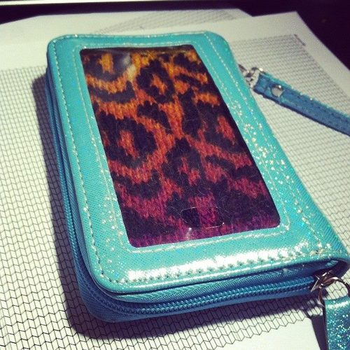 custom-knit-phone-wallet-1