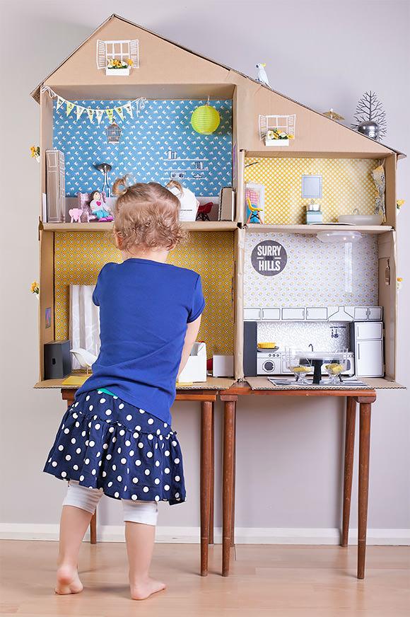 handmadecharlotte_cardboard_dollhouse