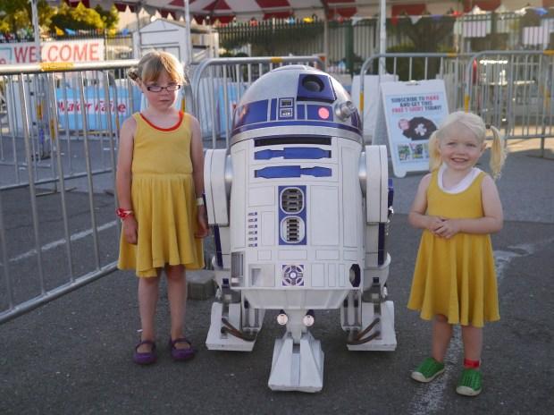 Ava and Lola meet R2-D2