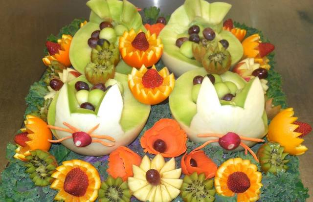 spring-themed-fruit-sculptures-4