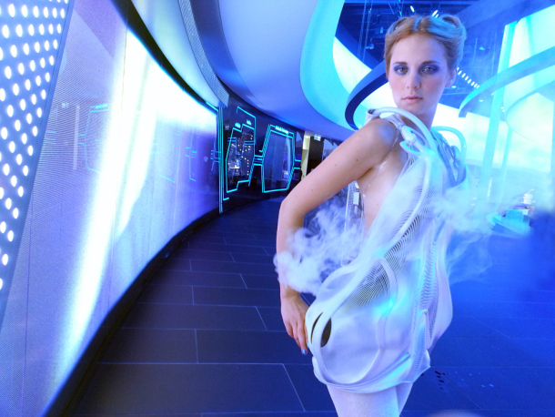 Every time someone steps into the personal space of the wearer, the Smoke Dress automatically creates a veil of smoke.