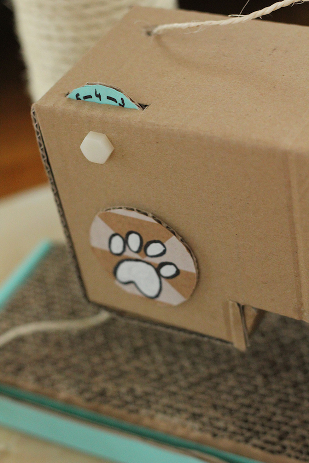 blogofelke_sewing_machine_cat_scratcher_02