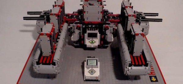 Hknssn's Lego Space Elevator could theoretically stack Legos all the way into space