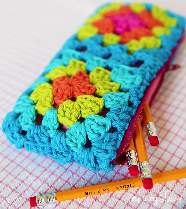 skiptomylou_granny_square_zippered_pouch_01