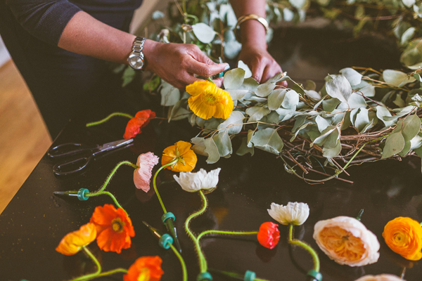 thebridescafe_fresh_flower_wreath_02
