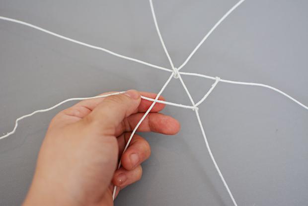 littleinspiration_DIY_Spider_Web_Hat_Tutorial_02