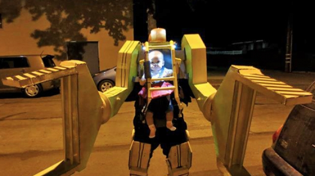 Jason Smith's Aliens Power Loader Baby Costume is actually powered by Dad.