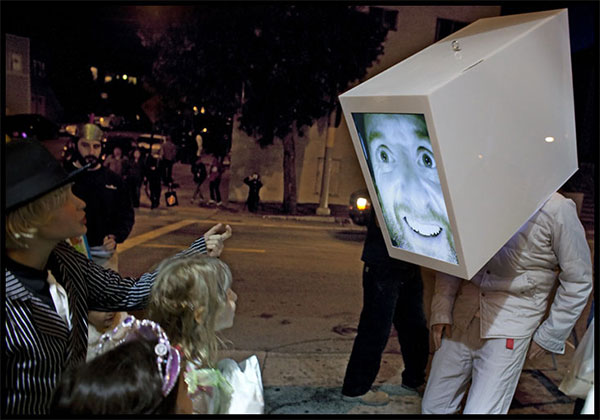 Dan Rosenfeld's Big Head project displays his face on a 24-inch LCD in real-time.