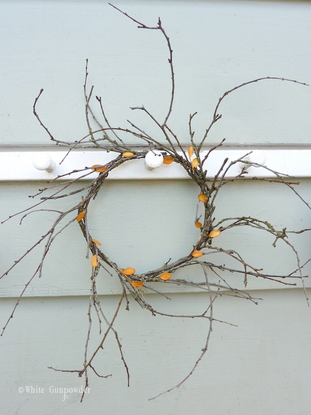 whitegunpowder_fall_wreath_01