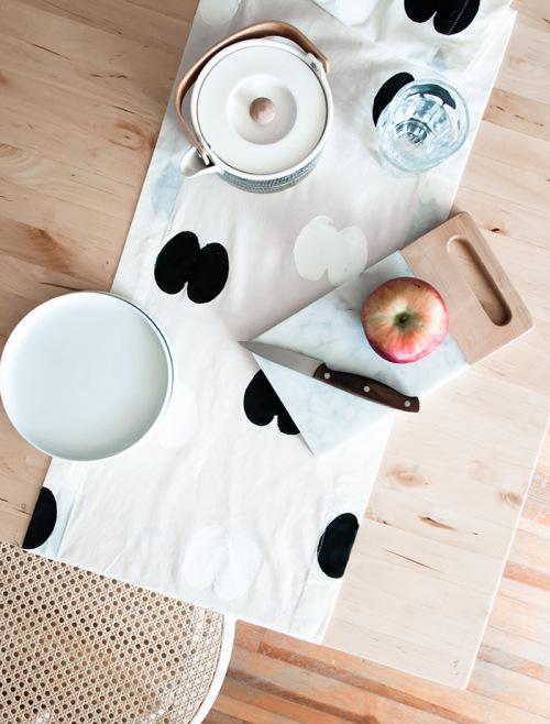 apple-stamp-table-runner-1