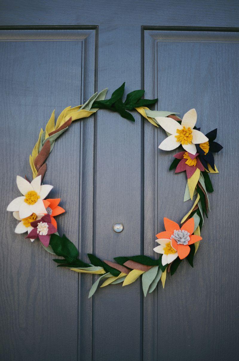 felt-flower-wreath-1