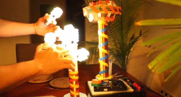 fist-of-bulbs-lit-by-tesla-coil-1024x553