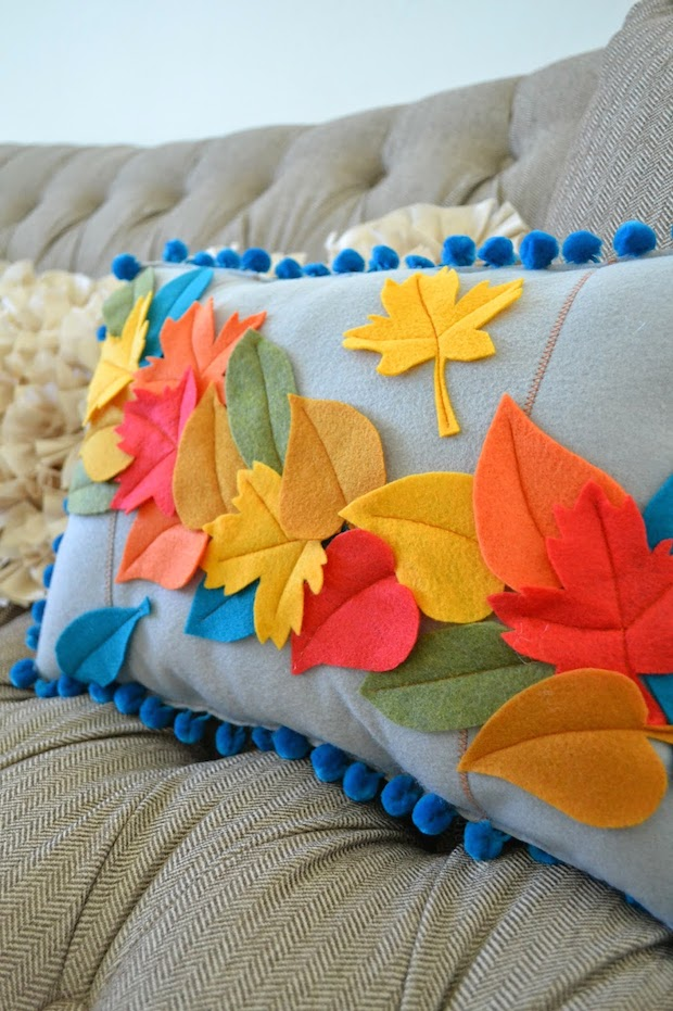 tearosehome_felt_leaf_pillow_01
