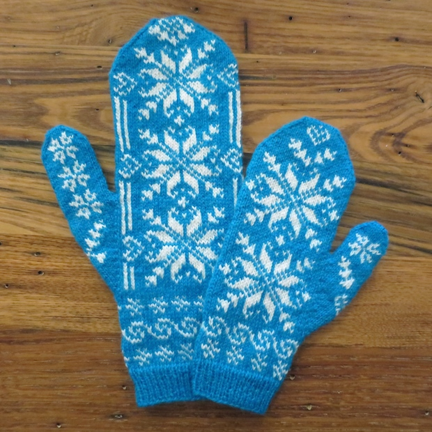 justcraftyenough_frozen-inspired_mommy_and_me_mittens_01