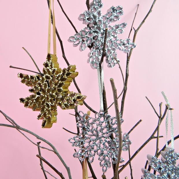 markmontano_recycled_magazine_snowfkale_ornaments_01