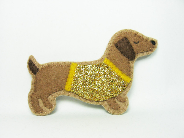01_Conceited Dachshund_Felt_Brooch_flickr_roundup