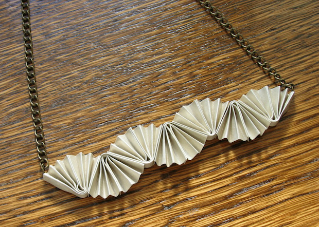 03_folded_paper_necklace_flickr_roundup