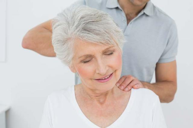 neck and shoulder massage for fibromyalgia