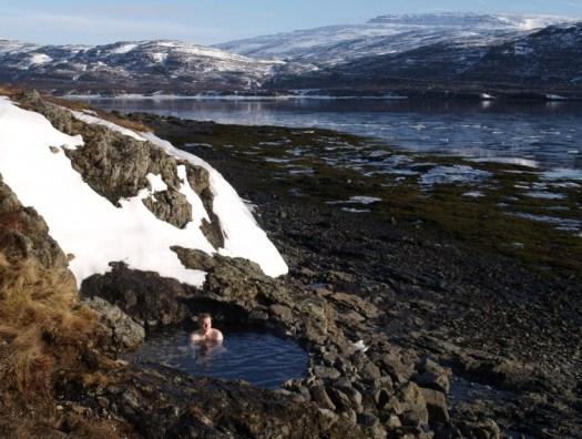 Hellulaug er í flæðamálinu við Flókalund.