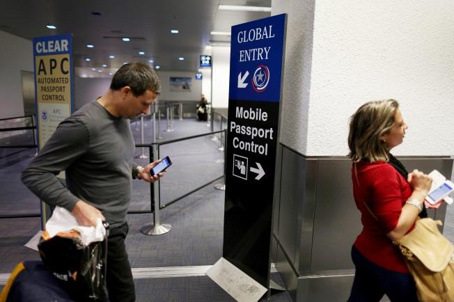 美國海關及邊境保護局正在試用「手機護照」應用程式,快速通關。這項服務即將在全美國際機場啟用。(Getty Images)</p><br /><br /> <p>