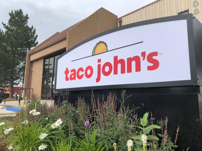 墨西哥餐廳Taco Tuesday是美國民眾用餐的好選擇,但「周二墨西哥捲餅日」(Taco Tuesday)的商標早在30年前就被Taco John註冊,並因此對各方違反使用該商標者寄出停終令。(美聯社)