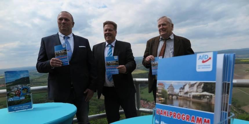 Schwerpunkt Sicherheit: Das AfD-Trio im Kreis Bad Kreuznach mit Thomas Wolff (v.l.) Jürgen Klein und Wolf-Dieter Behrendt stellt sein Programm für die Kommunalwahl vor. Foto: Stephen Weber