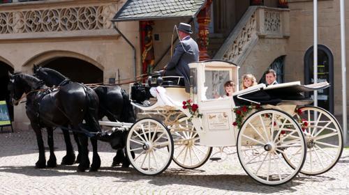 Hochzeitskutschen Geschlossene Weisse Hochzeitskutsche