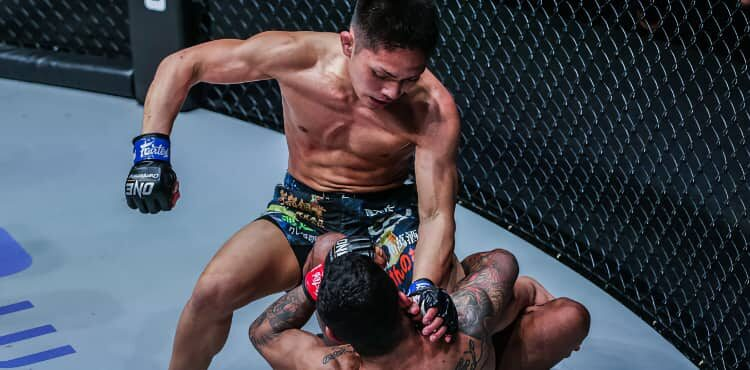 Hiroshi Minowa punches Alex Silva at ONE: Fists of Fury III