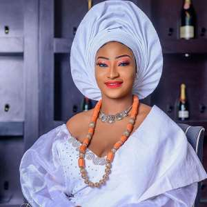 Face of Universe Nigeria Photogenic Gold Niyi-Aluko stuns in firstbridal photos