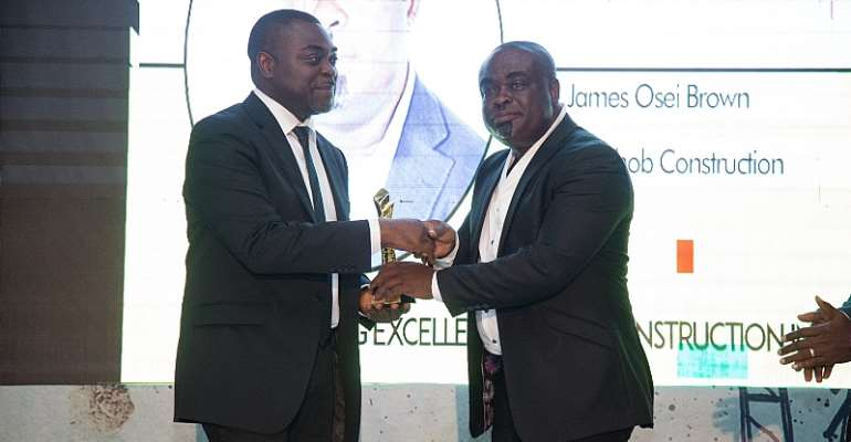 Joshob CEO James Osei Brown receiving award from Instinct Wave CEO, Akin Naphtal.