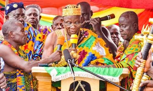 Nana Amoakwa III addressing the gathering