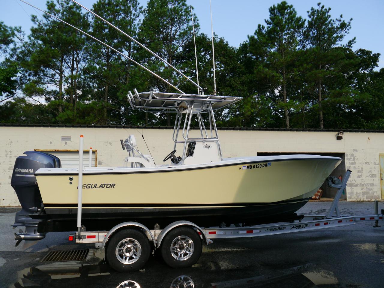 2001 Used Regulator 23 Classic Center Console Fishing Boat