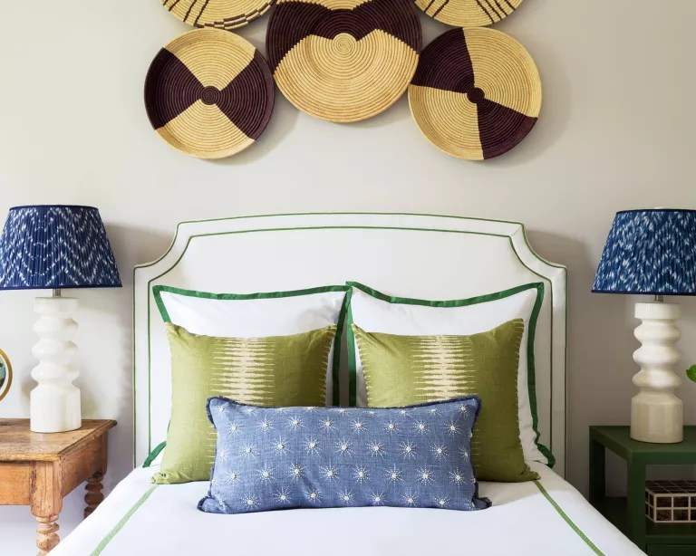 Bedroom accent wall ideas with display