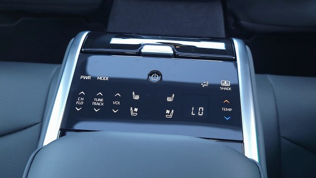 Climate control panel for rear passengers in the Toyota Mirai (2021)