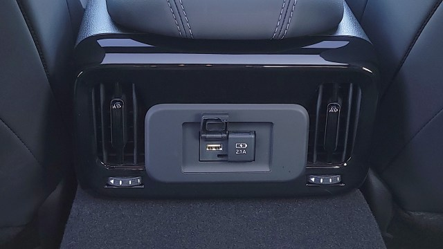 Two USB ports accessible to rear seat passengers in the Toyota Mirai (2021)