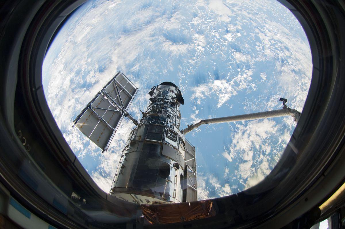Saving Hubble How A Space Telescope Repair 10 Years Ago