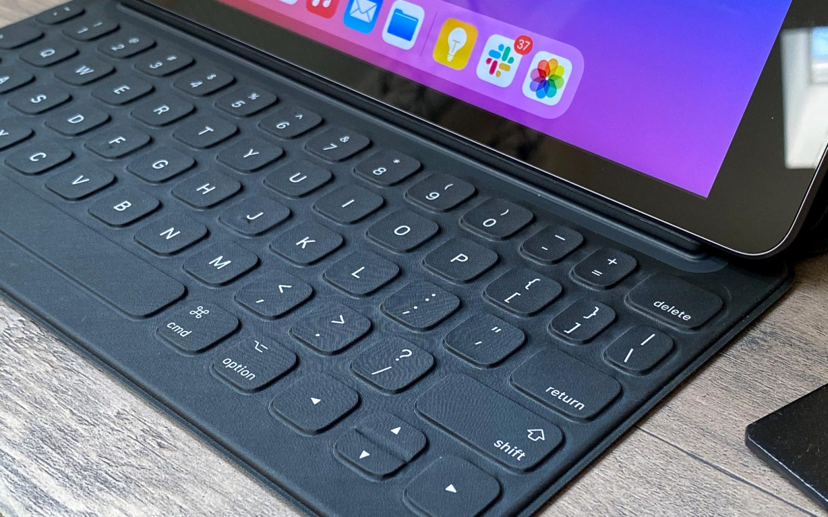 iPad 2020 review keyboard
