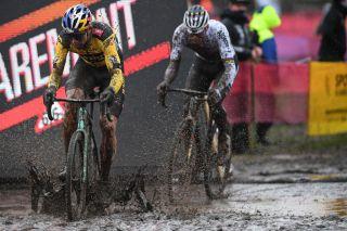 van der poel duel at cyclo cross worlds