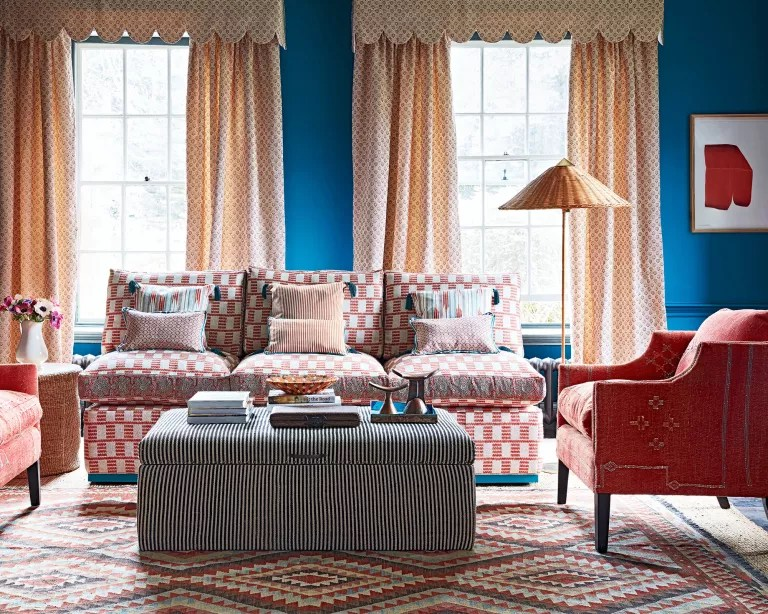 Living room wall ideas with blue and red color scheme