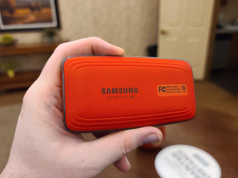 Samsung X5 Thunderbolt 3 Portable SSD (2TB)