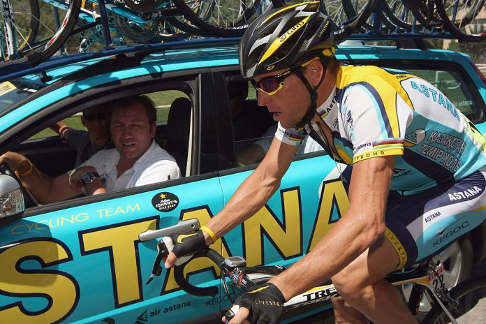 Lance Armstrong chats with team manager Johan Bruyneel on stage 20 of the 2009 Tour de France from Montélimar to Mont Ventoux on July 25, 2009 on Mont Ventoux, France. (Photo by Bryn Lennon / Getty Images)