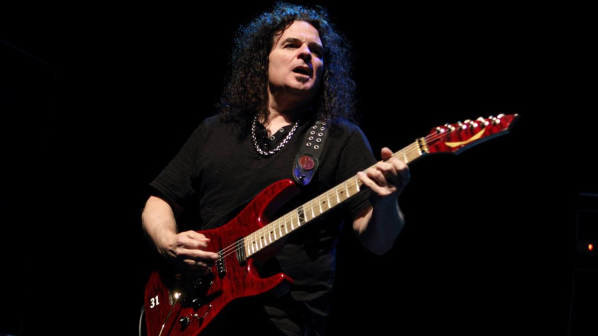 Vinnie Moore: Solo Work Helps My Schizophrenic Personality