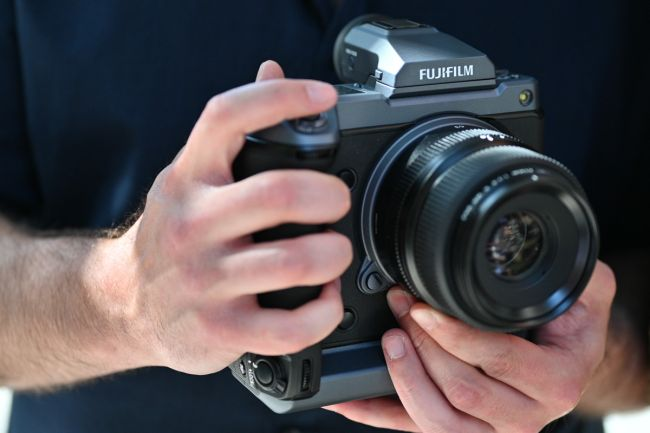 مراجعة للكاميرا العملاقة Fujifilm GFX 100 هذا ما تحتاجه للتصوير الإحترافي 2