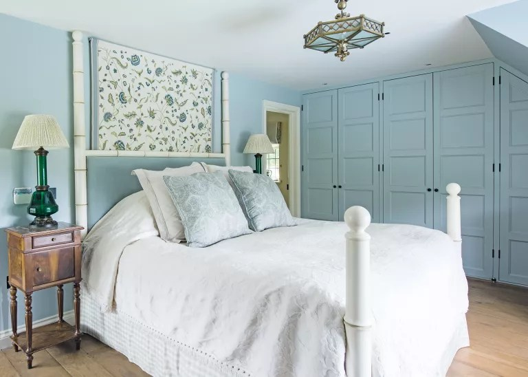 Cottage bedroom ideas - blue attic bedroom with fitted cupboards in cottage bedroom style