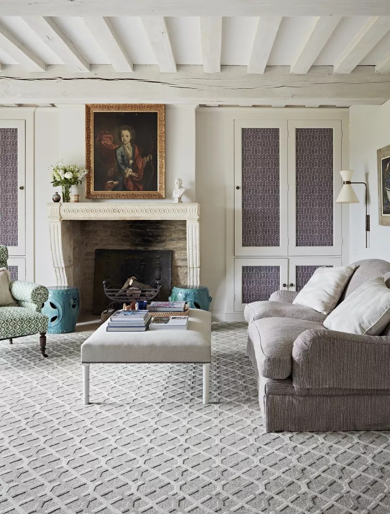 Living room with patterned carpet by Britons