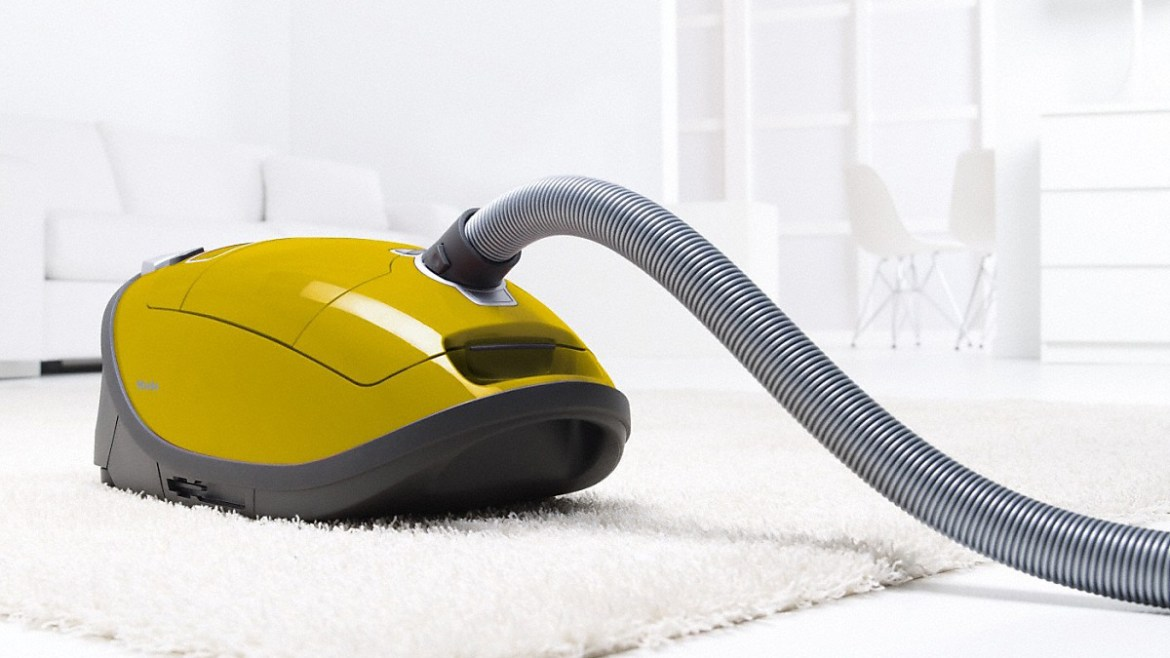 best vacuum cleaners: Miele C3 Complete Calima