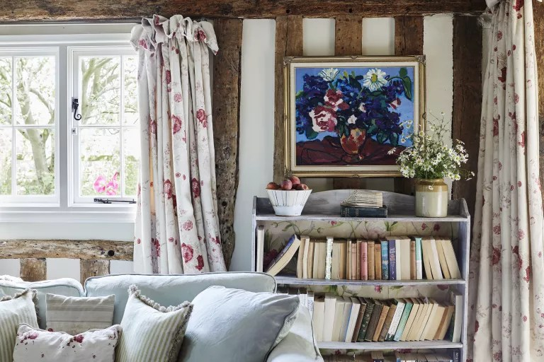 cottage living room ideas - kate forman floral curtains