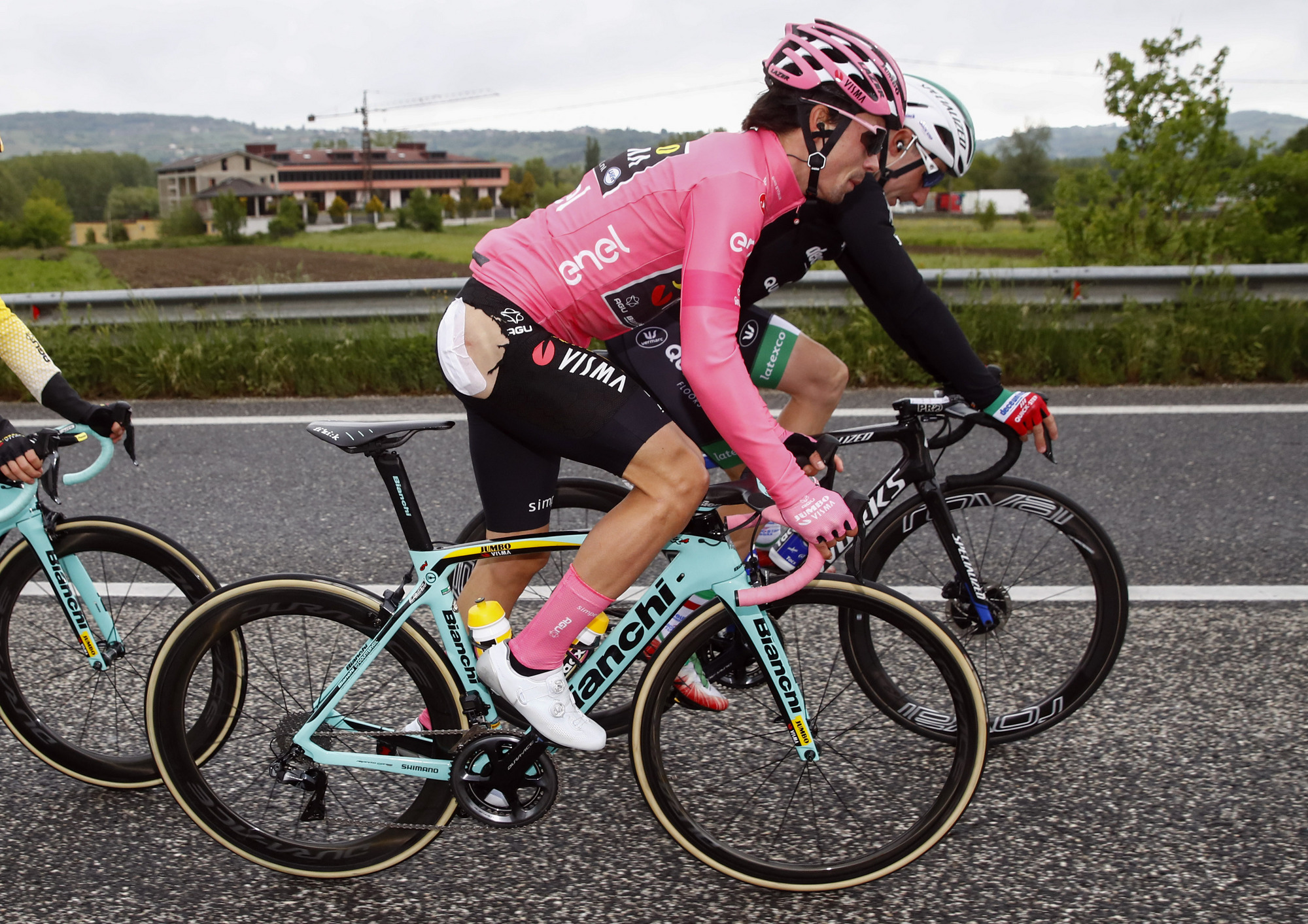 https www cyclingnews com news roglic caught up in crash at giro ditalia